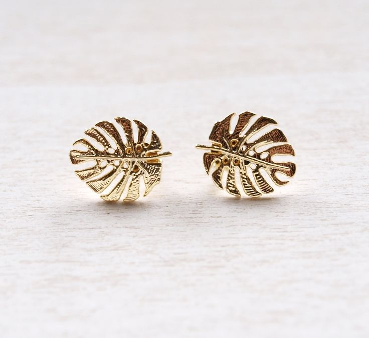 Palm Leaf Earrings Ohrringe mit einem Palmenblatt.  Farbe: Gold/ Silber  Maße: Das Palmenblatt ist 1 cm groß.  Material: Edelstahl, rhodiniert