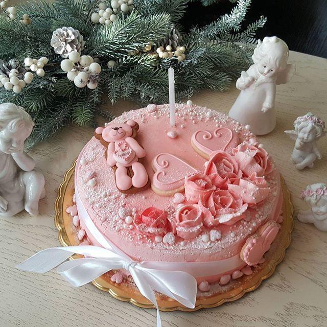 """Мой авторский  торт """"Розы Реймса"""". За основу этого тортика взяла бисквитное розовое печенье """"Роз де Реймс"""". Оно родом из пьянящего города  Реймс - жемчужина знаменитой Шампани. Миндальная пропитка придает нотку изысканности.  Кусочки вишневого мармелада  на пектине .  Нежный крем из маскарпоне и сливок."""