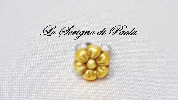 Anello in pasta di mais margherita con effetto d' orato realizzato a mano. Per altre creazioni potete visitare il mio blog: http://creazionibijouxpaola.altervista.org