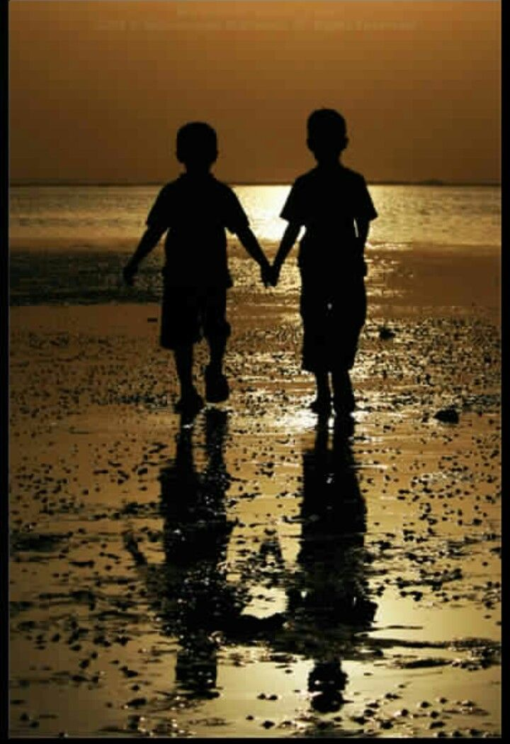 Image Result For Two Boy Friends Holding Hands Silhouette Photography Photo Silhouette