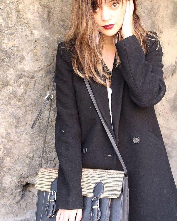 Beauty Brunch Blog usando bolsa negra de Vayu tipo maletín hecha con rebozo