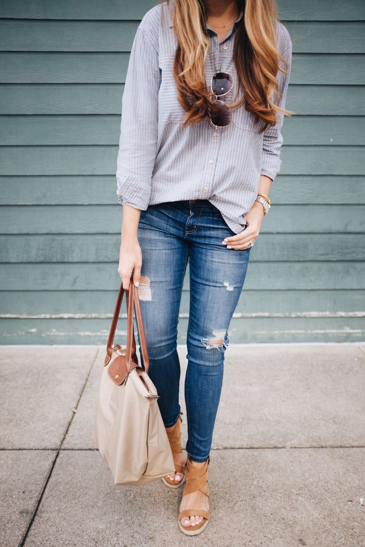Chambray striped shirt + distressed skinny jeans + Le Pliage tote bag