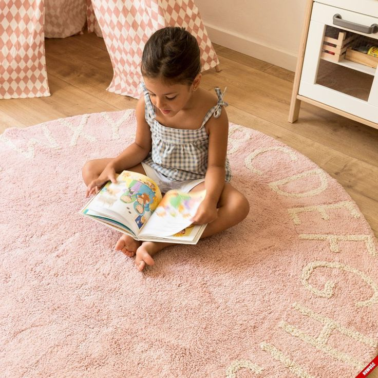 ROUND ABC - okrągły dywan w pastelowym odcieniu różu - NieMaJakwDomu