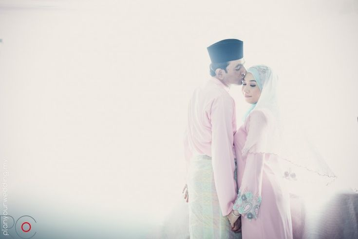 Modern wedding photography but the couple is deck out in the traditional Malay wedding outfits. So gorgeous!