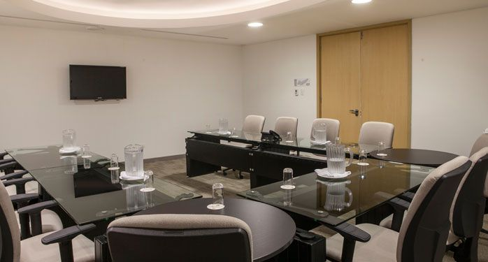 Centro de negocios en Las Américas Torre del Mar, con 4 salas de reuniones, Wifi, computadores, y servicios de impresión, copias, papelería y fax. #ElHoteldeLasEstrellas