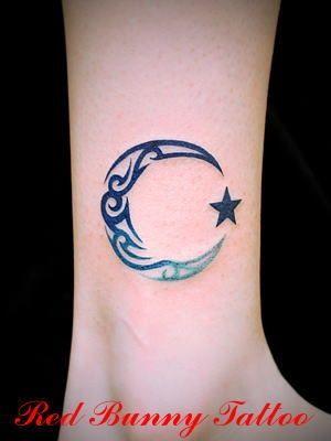 moon star tattoo. My moon looks similar :) tattoos I luv :D | tattoos picture stars tattoo