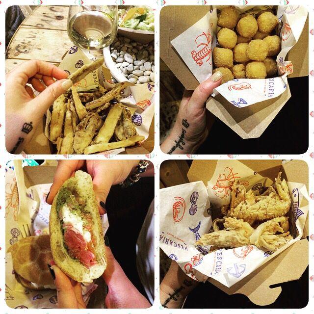 un trionfo di sapori per un raffinato #streetfood alla @pescariaofficial a Polignano: alici panate e fritte con verdure croccanti, polpette di crostaceo, fritto di paranza e panino con tartare di tonno, burrata, pomodoro, basilico e olio io non me ne vado più!!! [poi vi racconto sul blog!] http://queenskitchenover-blogcom.over-blog.com/ follow Queen's Kitchen on Facebook #queenskitchen #queengoesaround