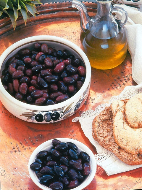 Traditional Cretan Diet with olive oil and olives   http://www.enagron.gr/cretan-diet.aspx