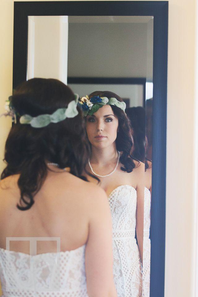 wedding photography. Bride. Getting ready wedding photo. Boho Wedding. Rustic Wedding. Wedding Dress