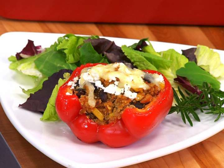 Chipotle Tuna Stuffed Peppers | Surprise your guests with this delicious Mexican-inspired dish using our chipotle gourmet flavoured Clover Leaf Tuna. Its other exciting flavours and ingredients include cooked quinoa, corn kernels, cremini mushrooms, black beans, salsa, feta  mozzarella cheese and more! Serve as an appetizer or entrée. #cannedtuna #cloverleaftuna #flavouredtuna #MyCloverLeaf
