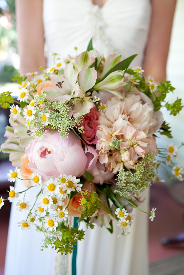 Bridal bouquet: the wedding bee