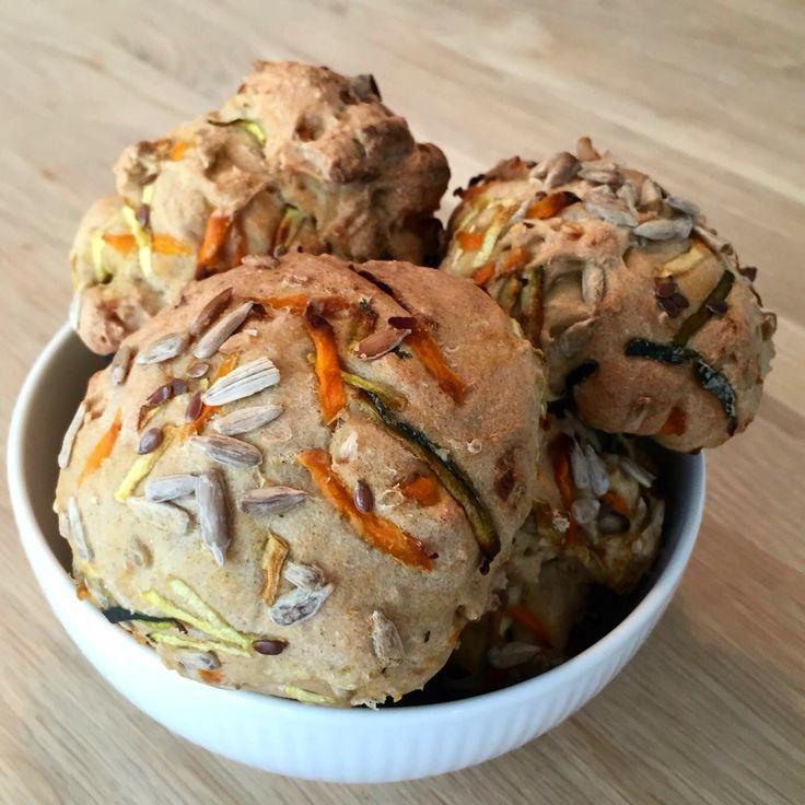 Glutenfri boller med kerner, knust hørfrø, gulerod og squash