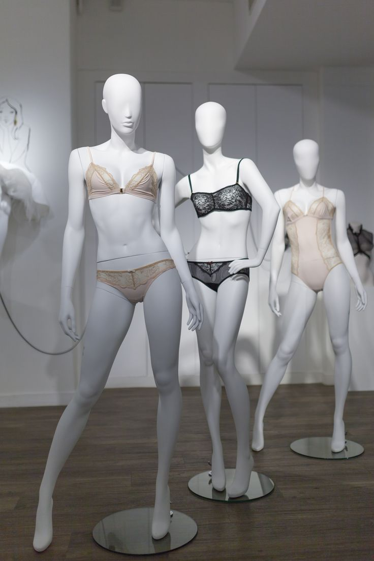 La lingerie de Badine lingerie sur les mannequins de la collection Intimate au showroom de Cofrad