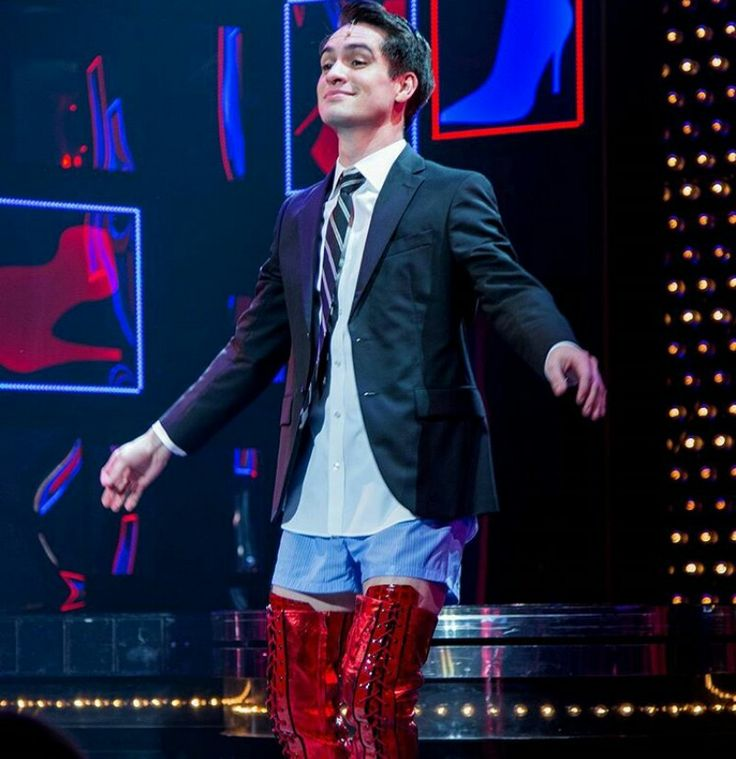 From the clips I've seen, Brendon was born to be on Broadway!! He's incredible, and I never doubted he'd be anything less :)