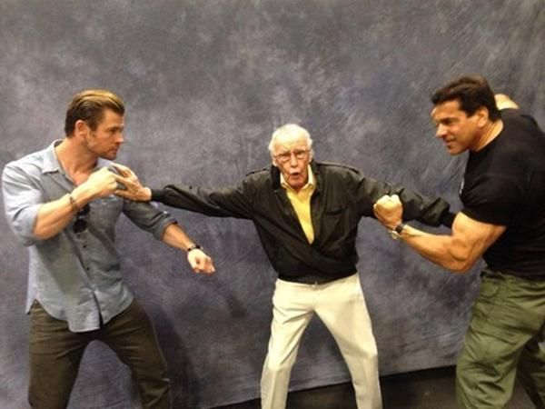 Stan Lee stopping Thor & the Hulk from duking it out