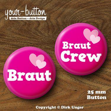 Button zum JGA / Hochzeit  Du planst einen Junggesellinnenabschied für deine Freundin?  Die üblichen Junggesellinnenabschieds-T-Shirts sind euch aber zu plakativ?  Dann tragt doch einfach einen Button!  Passt garantiert bei jeder Konfektionsgröße und spart zudem noch Geld.  Der Preis pro Button beträgt 2 € (Button-Größe 25 mm).  Auf Wunsch kannst du die Buttons auch als 32 mm große Buttons bekommen, der Preis pro Button beträgt dann 2,50 €.