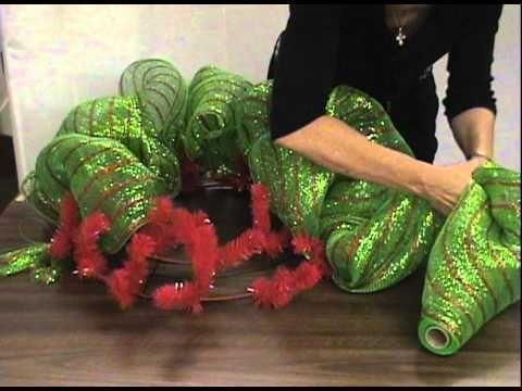 Video tutorial on making mesh wreaths.
