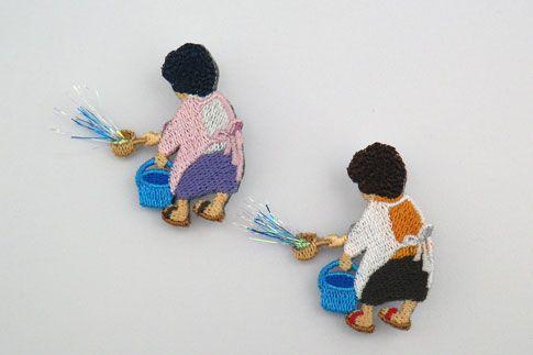 打ち水バッチ/税抜¥1,900   暑くなくても水をまく。ただただ水をまく。朝も夕も。 だって、それしかできないから。 おばちゃんパーマ刺繍がデザインポイント。水バシャーも機械刺繍によるもの。