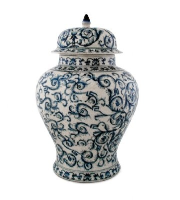 Blue and white china porcelain urn with lid.  Blå och vit porslinsurna med lock.