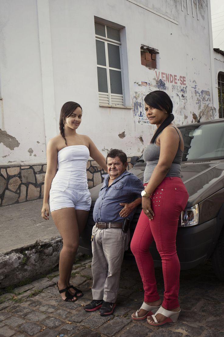 In het stadje Itabaianinha wonen extreem veel extreem kleine mensen. Luisa Dorr maakte er foto's van.