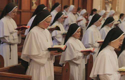 Four nuns and two friars walk onto a college campus...to play some sweet jams.  Four religious sisters of the Michigan-based Dominican Sisters of Mary, Mother of the Eucharist, along with a Dominican brother and a Franciscan brother, have formed a band at The Catholic University of America, aptly