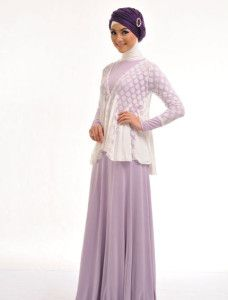 Gamia Azra    Gamis sederhana ini berpotongan dibagian pinggang dan bagian bawahnya bersiluet 'A' line dipadu dengan cardigan berbahan 'lace' yang sedang digemari, cocok untuk acara pesta, tampilan keseluruhan disempurnakan oleh gaya kerudung turban dari selendang Hedi  http://jilbabmodis.net/elzatta-hijab/gamia-azra