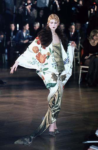 Взлетно-посадочная полоса Flashback!  Dior 1998 Весна / Лето от кутюр
