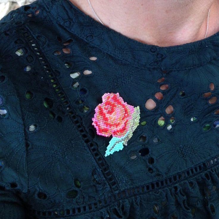 """Broche """"allons voir si la rose...""""- grille téléchargeable - Vintage Magic"""