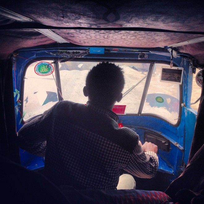 Da La Repubblica:  http://www.repubblica.it/solidarieta/2015/01/16/foto/i_colori_e_i_sorrisi_dell_etiopia_la_tradizione_raccontata_con_lo_smartphone-105068960/#1