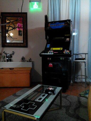Mesa control nintendo y máquina arcade