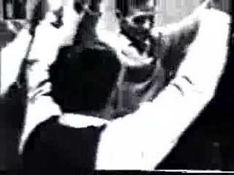 Video was taken at Athens (Κallithea) at the 60's. All dancers were born at the Pontos/Karadeniz-Region (Black Sea). The musician's name is Christos Bairakta...