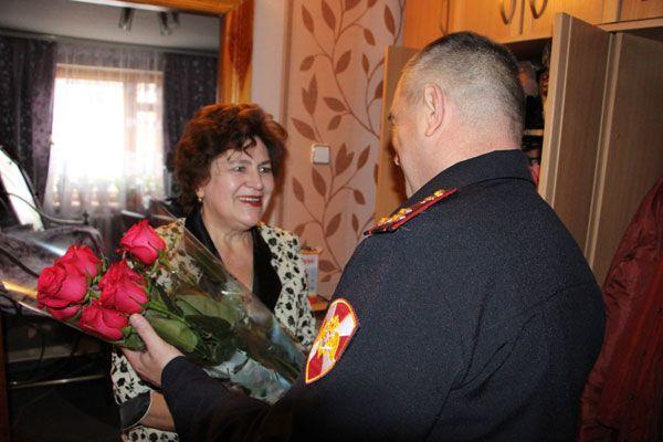 В день матери руководящий состав управления Росгвардии по Курской области поздравил с праздником матерей