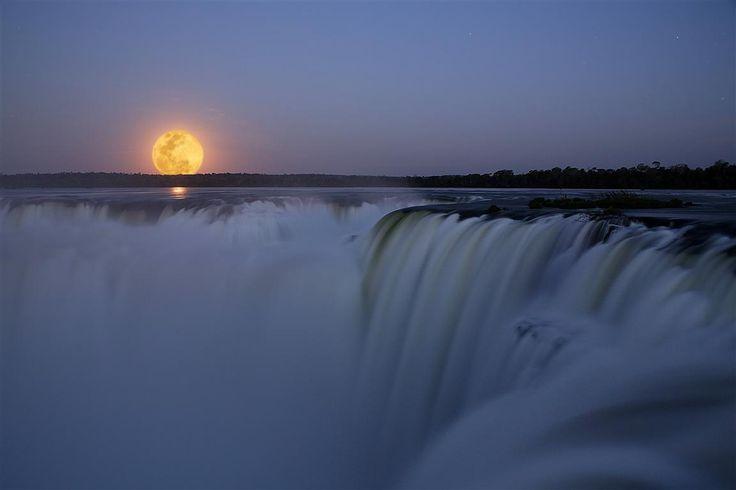 Luna llena en Iguazú. Un show único en el mundo que merece ser presenciado
