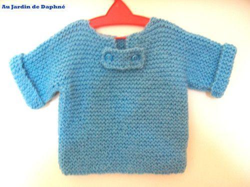 Il fait bigrement froid en ce moment ! Le tricot est donc bien de saison surtout pour nos bambins Donc comme promis voici le tuto tout facile pour tricoter le pull de bébé d'autres photos à voir ICI Ce pull se tricote d'une seule pièce manches comprises...