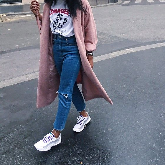 Get this look: http://lb.nu/look/8210517 More looks by Aude-Julie Alingué… GREYPEACOATPINKSHOES