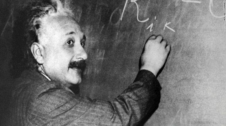 Los científicos habían pensado que el universo desacelería su expansión debido a la gravedad, pero un nuevo fenómeno descubierto llamado energía oscura está causando que la expansión se acelere....