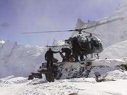 En la disputa armada entre India y Pakistán por el glaciar Siachen, en la cual la mayor parte de las instalacionesán sobre los 5.00 metros de altitud, el Ejército pakistaní instaló un puesto a 6452 m... y los indios, al mando de Bana Singh y tras escalar una pared de hielo de 450 metros, lo tomaron por la via armada!