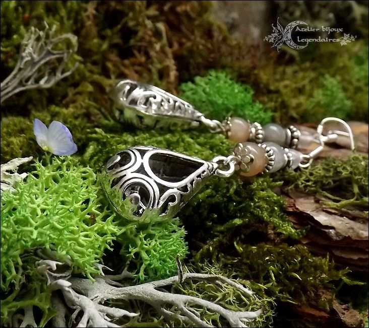 ᘛ Reflets des celtes ᘚ Boucles Pierres du soleil, Labradorite, Quartz rose, pendentifs médiévaux, argent 925 : Boucles d'oreille par atelier-bijoux-legendaires