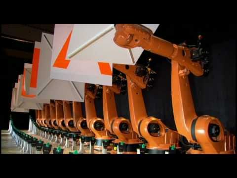 "Co-operating synchronized industrial robots ""dancing"""