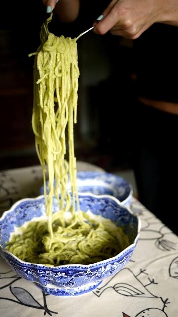 Spaghetti mit Avocado-Soße