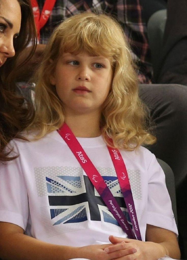 """LADY LOUISE WINDSOR """" Une supportrice des JO LONDON 2012 très sage """" - PRINCESS MONARCHY"""