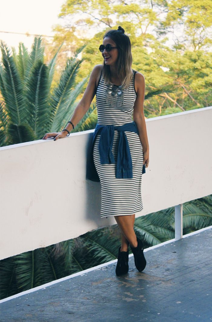 looksly - Paula do Walking on the Street com vestido midi listrado do Alto Verão 2016