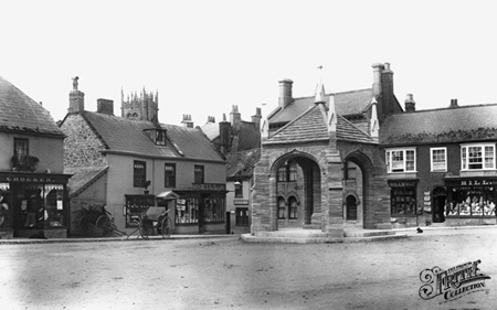 Old photo of Market Place 1907, Beaminster