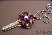 Оригинальное украшение старых ключей