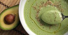 Vuelve el calor y con él, la temporada de sopas frías. Ésta, a medio camino entre un gazpacho verde y una crema de verduras, se hace en cinco minutos y sin ningún tipo de lácteo.
