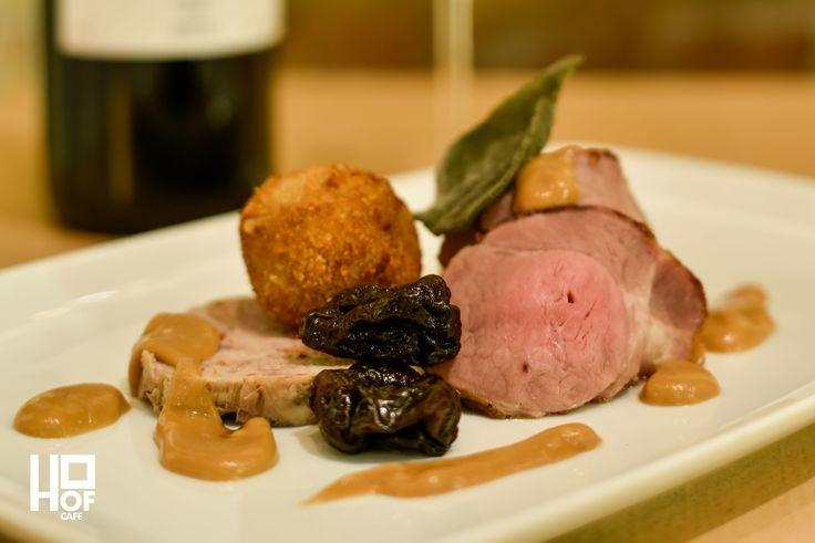 Data 01.02.2017. Eveniment Wiine and Dine and listen to music. Continuăm seria degustărilor cu o combinație inedită de vin, preparate culinare și bună dispoziție. Pe fundal muzică asortată la o seară de miercuri petrecută în companii selecte. Meniu: Porc gătit în 3 feluri cu sos de muștar boabe. #wine #dine #food #finedine #brasov #event