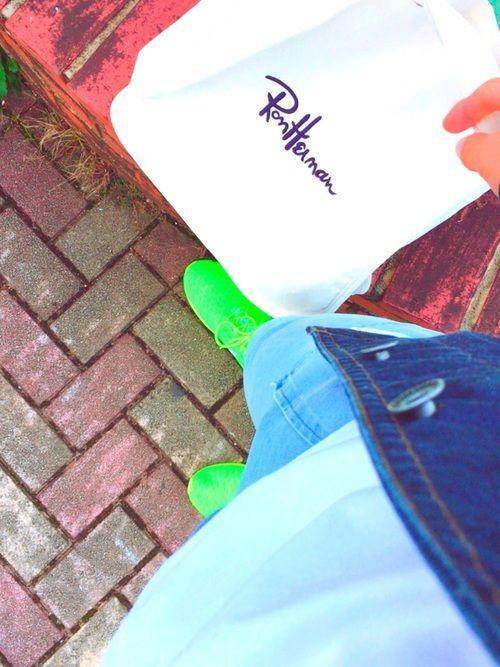 こんばんわ〜 ロンハーマンのトートバッグ最近愛用してます😁 おにゅーのナイキのスニーカーはやっぱ目