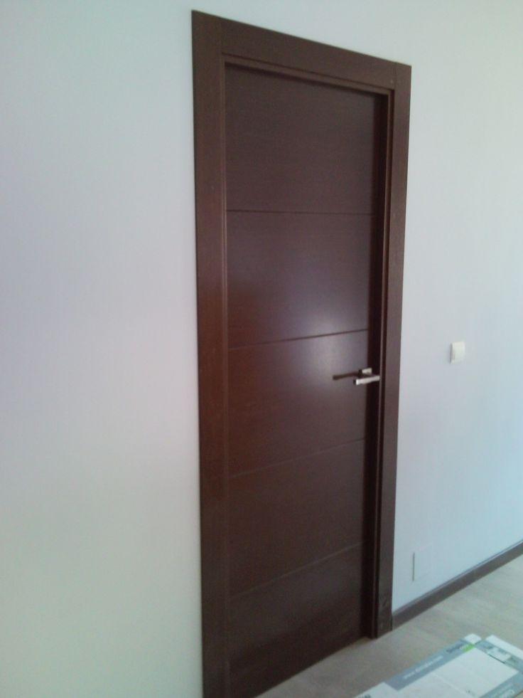 Puertas de paso ciega mod. 1004 en chapa de vengué