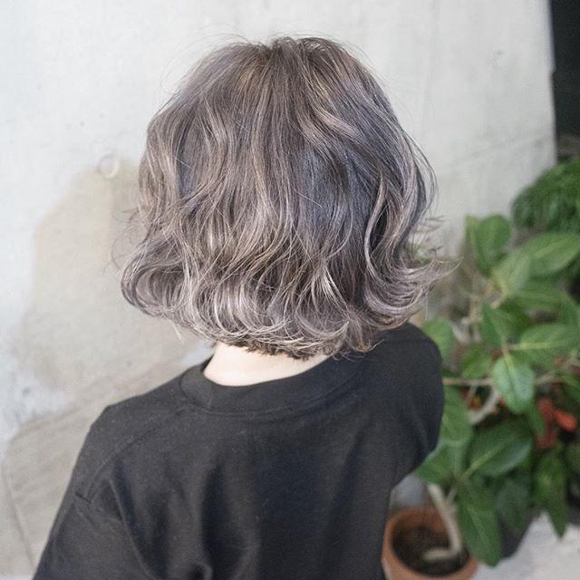 グレージュベースにホワイトグレーのハイライトを入れました〜⭐️ #shachu#hair#ヘアカラー @shachu_hair