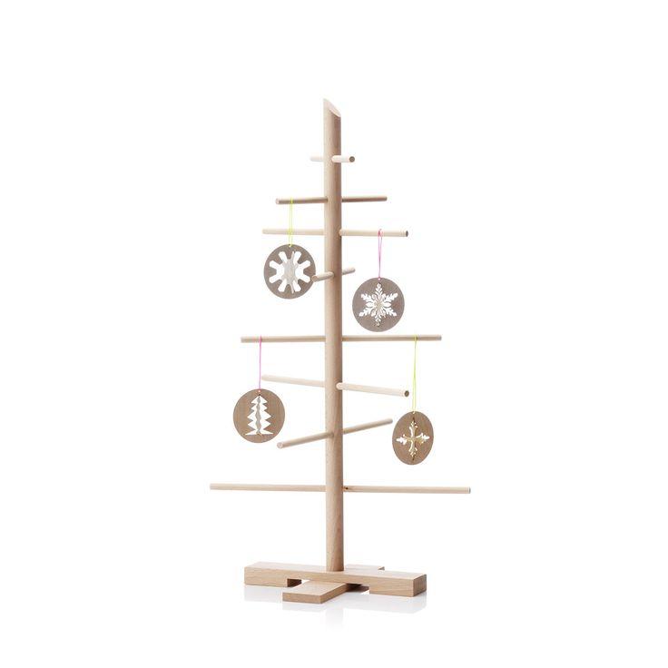 L'albero di Natale Mini e' un simpatico piccolo albero di Natale, che riuscira' a trovare il suo giusto posto in qualsiasi ambiente, sia questa il salone dell'abitazione, la cameretta dei bambini, la vetrina di un negozio o una sala dell'ufficio. Questa piccola opera d'arte e di dolcezza e' una creazione di Filigrantræ®, ditta danese che opera nella realizzazione di decorazioni per la casa, sempre alla ricerca di nuovi oggetti carichi di design e magia, atti a riportare in auge anche l'arte…